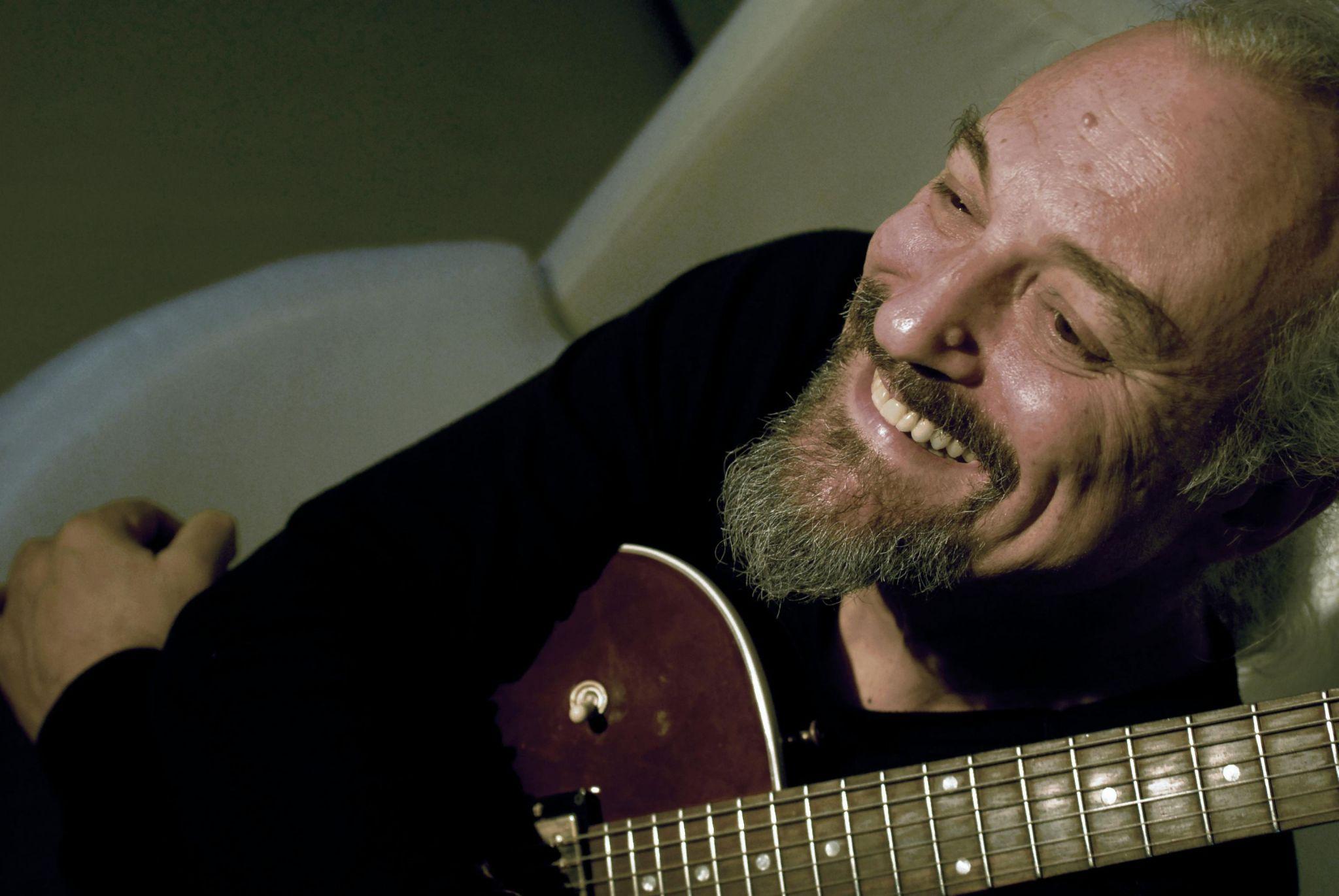 """Eugenio Finardi con i 40 anni di """"Sugo"""" a Trieste, Il Piccolo 23.02"""